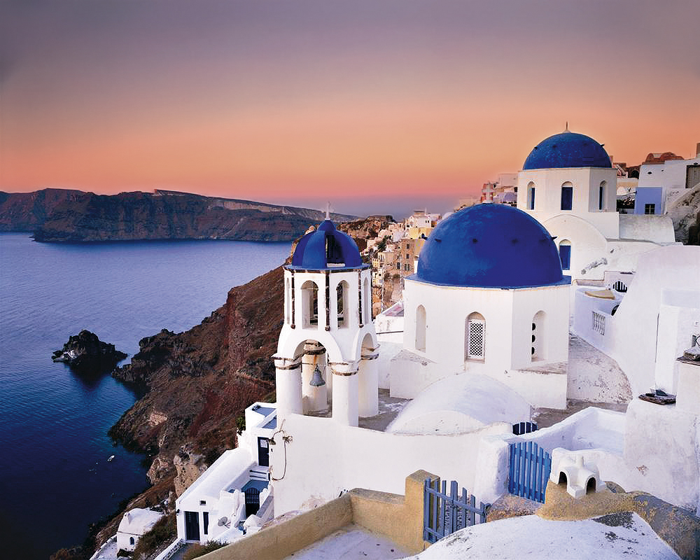 sunset_on_santorini_-_village_of_oia_