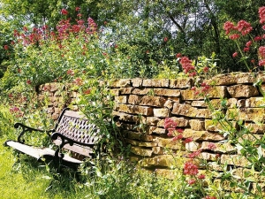 seat-wall-flowers